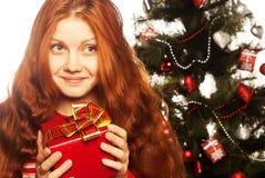Ragazza con il contenitore di regalo Fotografie Stock Libere da Diritti