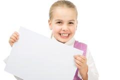 Ragazza con il foglio di carta del blsnk Fotografie Stock Libere da Diritti