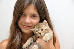 Ragazza con il gattino Fotografia Stock