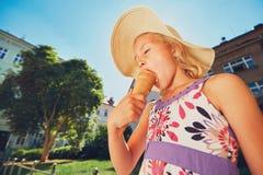 Ragazza con il gelato Fotografie Stock