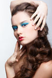Ragazza con il hair-do creativo Fotografie Stock Libere da Diritti