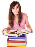 Ragazza con il libro colorato mucchio. fotografia stock