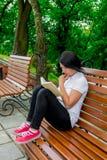Ragazza con il libro, studiante Fotografia Stock