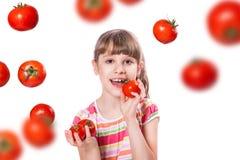 Ragazza con il pomodoro immagine stock