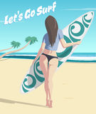 Ragazza con il surf sulla spiaggia Fotografia Stock Libera da Diritti