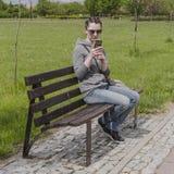 Ragazza con il telefono cellulare Immagine Stock