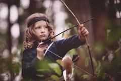 Ragazza con l'arco e le frecce Fotografia Stock