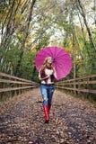 Ragazza con l'ombrello immagine stock libera da diritti