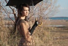 Ragazza con l'ombrello in autunno Fotografie Stock Libere da Diritti