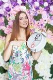 Ragazza con l'orologio. Fotografia Stock
