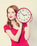 Ragazza con l'orologio enorme Immagini Stock