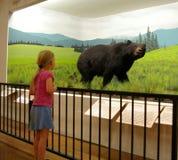 Ragazza con l'orso Fotografie Stock