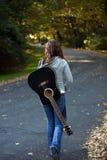 Ragazza con la chitarra Fotografia Stock