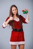 Ragazza con la decorazione dell'albero di Natale Fotografia Stock