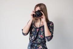 Ragazza con la macchina fotografica Fotografia Stock Libera da Diritti