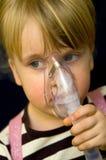 Ragazza con la maschera di ossigeno Fotografia Stock Libera da Diritti