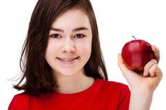 Ragazza con la mela rossa Fotografie Stock Libere da Diritti