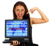 Ragazza con la parola connessa sul programma Immagini Stock