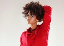 Ragazza con la posa di afro Fotografia Stock Libera da Diritti