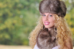 Ragazza con la protezione della pelliccia Immagine Stock Libera da Diritti