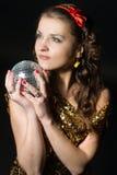 ragazza con la sfera della discoteca Fotografia Stock