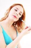 Ragazza con la spazzola cosmetica Fotografia Stock