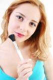Ragazza con la spazzola cosmetica Fotografie Stock
