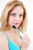 Ragazza con la spazzola cosmetica Immagini Stock