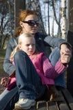 Ragazza con la sua madre Fotografia Stock Libera da Diritti