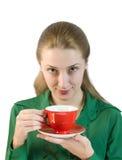 Ragazza con la tazza rossa Fotografia Stock