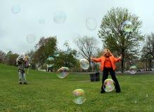 Ragazza con le bolle immagine stock libera da diritti