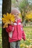 Ragazza con le foglie di autunno Immagine Stock Libera da Diritti
