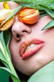 Ragazza con le labbra arancio Fotografia Stock