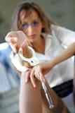 Ragazza con le manette Fotografie Stock Libere da Diritti
