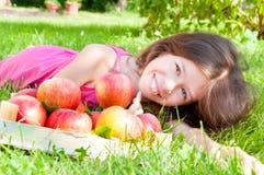 Ragazza con le mele fotografia stock libera da diritti
