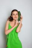 Ragazza con lo zucchini della zucca Immagini Stock Libere da Diritti