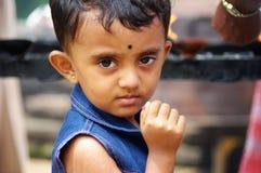 Ragazza con protagonista alla macchina fotografica nello Sri Lanka Fotografia Stock