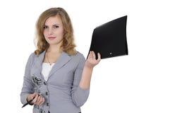 Ragazza con un dispositivo di piegatura e una penna Immagine Stock Libera da Diritti