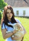 Ragazza con un gatto Fotografia Stock