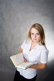 Ragazza con un libro Immagine Stock