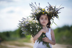 Ragazza con un mazzo dei fiori Immagine Stock