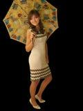 Ragazza con un ombrello isolato sul nero Immagini Stock
