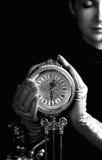 Ragazza con un orologio Fotografia Stock