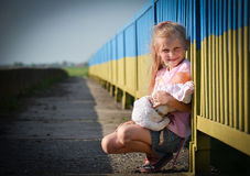 Ragazza con una bambola Fotografia Stock