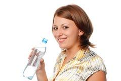 Ragazza con una bottiglia di acqua Immagini Stock