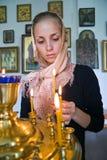 Ragazza con una candela. Immagini Stock Libere da Diritti