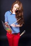 Ragazza con una gamma di colori e una spazzola Immagine Stock Libera da Diritti