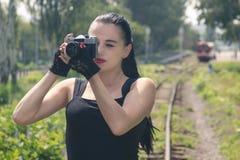 Ragazza con una macchina fotografica Immagini Stock