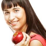 Ragazza con una mela rossa a disposizione Immagini Stock Libere da Diritti