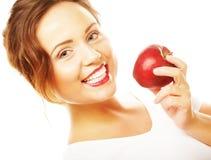 Ragazza con una mela rossa a disposizione fotografia stock libera da diritti